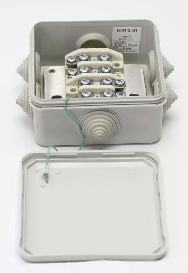 Коробка розподільна монтажна вогнестійка БКП-3, пластиковий корпус